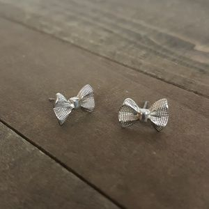 🌟 Silver Bow Dainty Small Earings